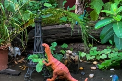 Dinosaur vs Eiffel Tower