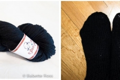 """<a href=""<""https://www.ravelry.com/projects/babetter/easy-peasy-socks-for-first-timers""""> Slipper Socks</a>"""
